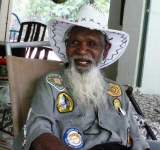 Tommy George la última persona en habla awu laya